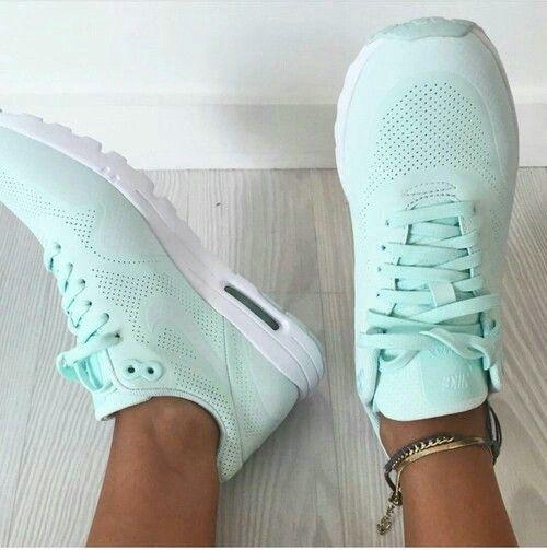 nike runs on   Sneakers fashion, Nike women, Running shoes nike