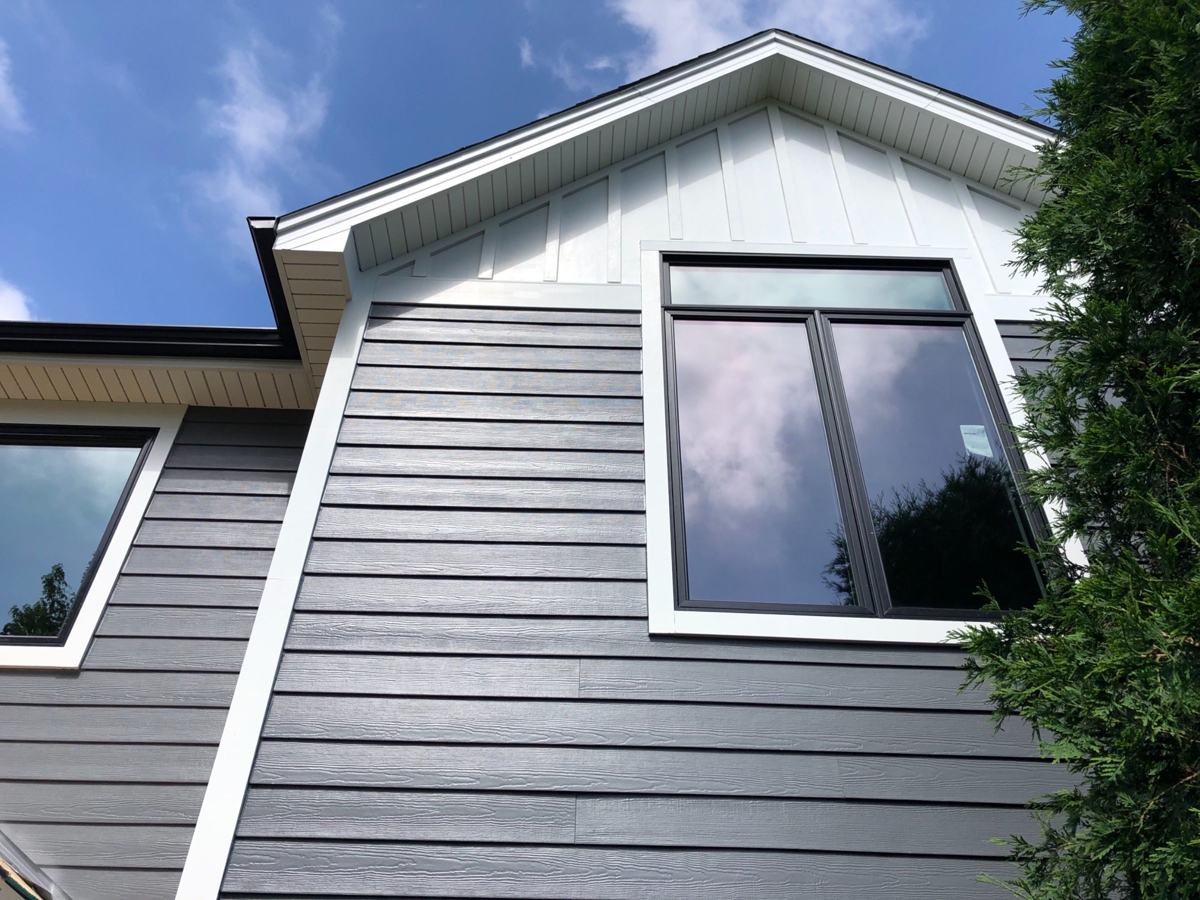 Night Gray James Hardie With Black Andersen Windows Grey Siding Hardie Siding Grey Exterior