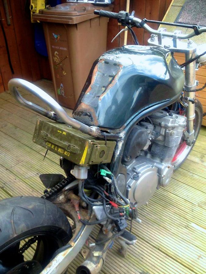 suzuki 600 bandit test fitting custom battery box custom streetfighter ideas pinterest. Black Bedroom Furniture Sets. Home Design Ideas