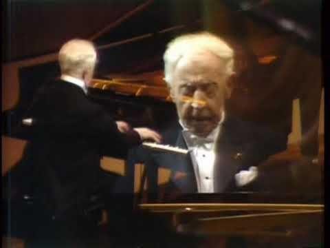 "Arthur Rubinstein tocando la Polonesa Op. 53 ""Polonesa Heróica"" de Frederic Chopin. ... ¡40 años escuchándola!    :) ... go4more: http://es.wikipedia.org/wiki/Polonesa_Op._53_(Chopin)"