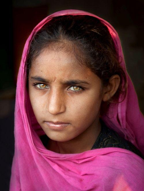 Pakistani Girl Inspired By Steve Mccurry S Afghan Girl