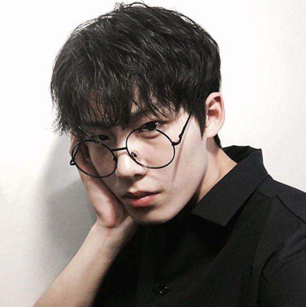 Картинки парень в очках японец