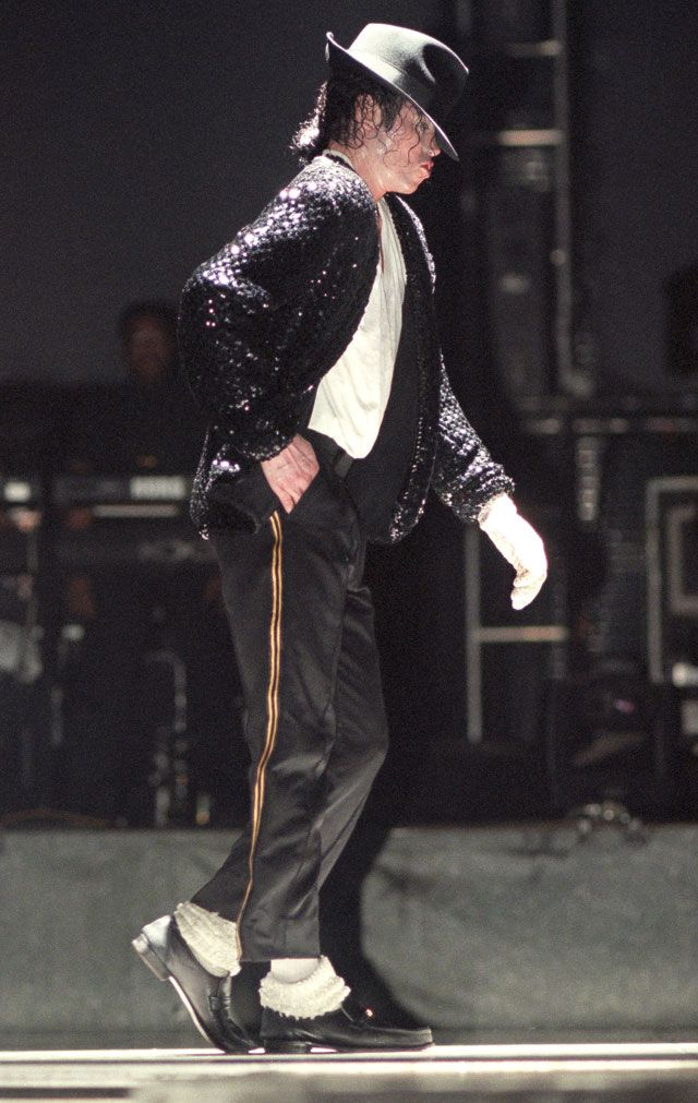 1d476edc4cd Happy 30th Birthday to the MJ MOONWALK! It lasted just a few seconds