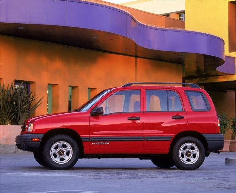 2002 Chevrolet Tracker Owners Manual