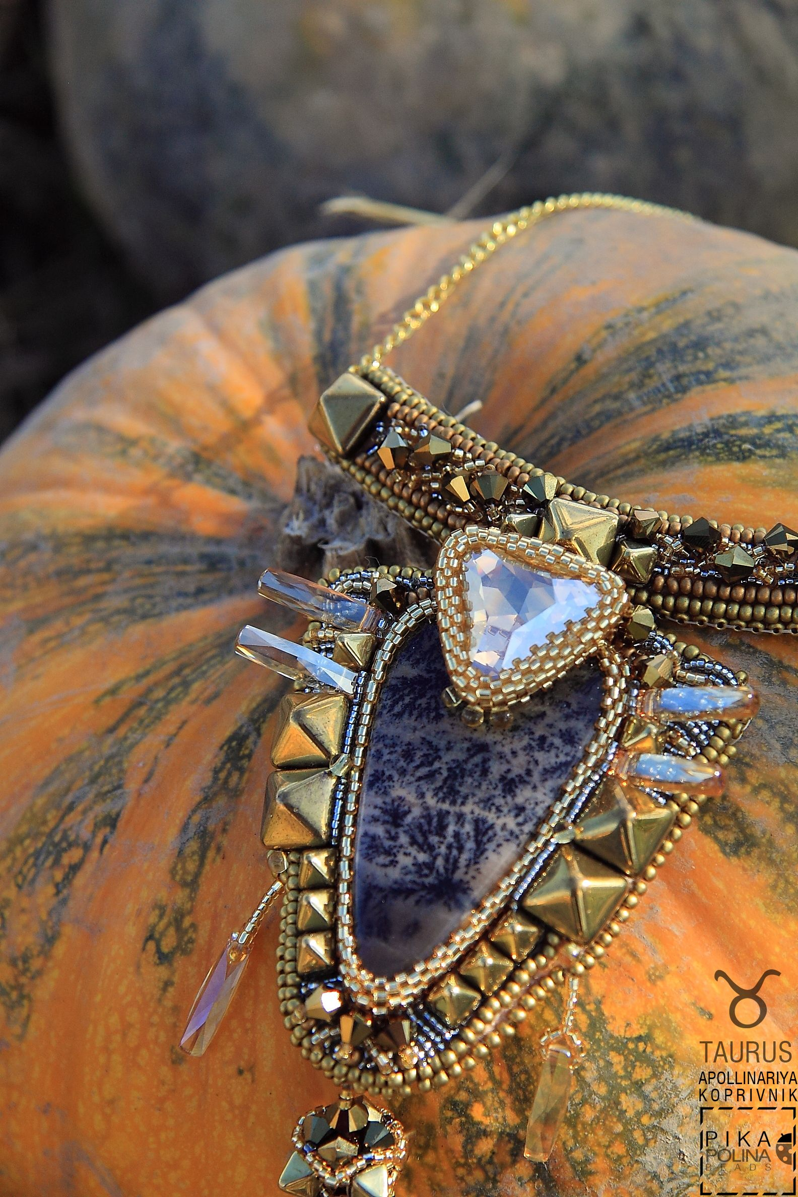Taurus Necklace #zodiacsoigns #taurus #beaded #swarovski #landscapeagate