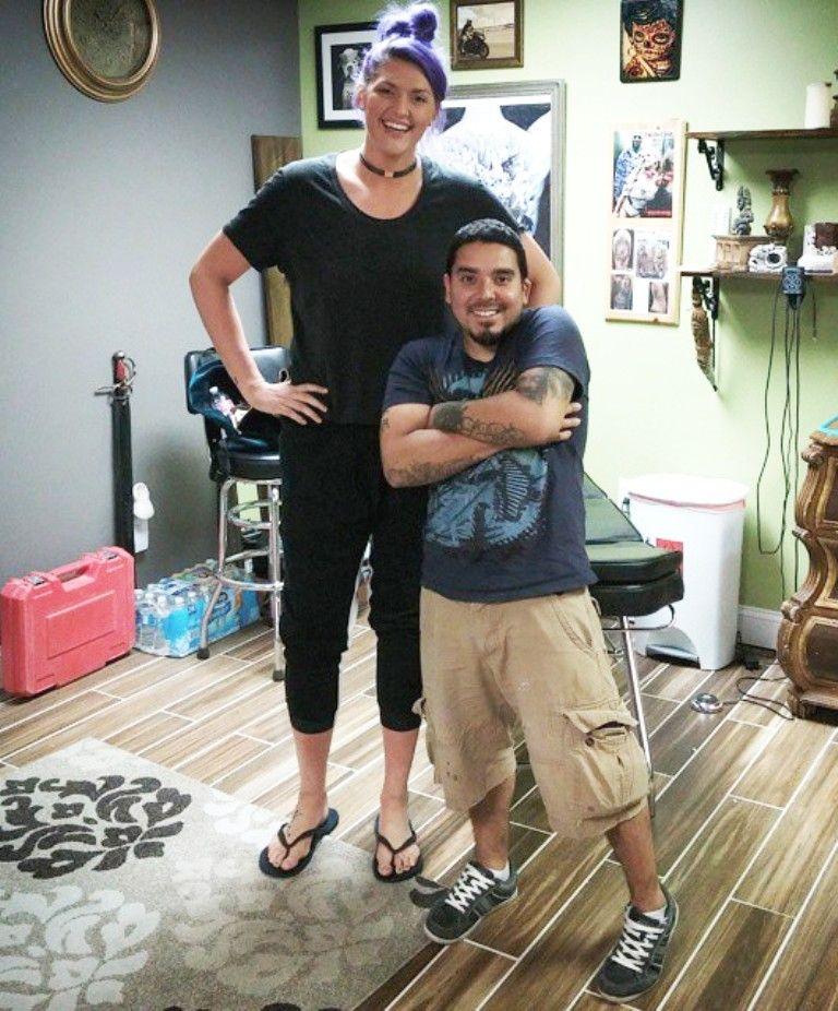 5ft2 158cm vs 6ft6 198cm giants of our world t. Black Bedroom Furniture Sets. Home Design Ideas