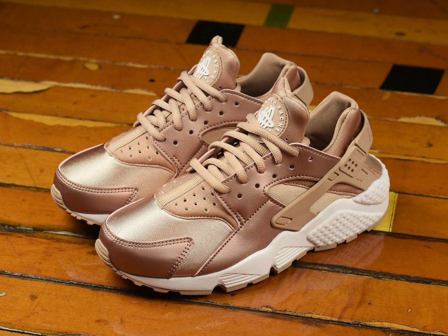 7543636afe7b Nike Wmns Air Huarache Special Edition Metallic Red Bronze