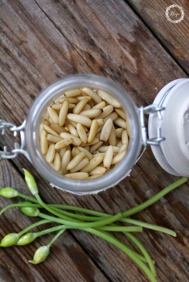 bread spread, čemaž, čemažev pesto, italijanski recept, lunch, olivno, omaka, pesto, pinjole, pomladni recept, spring, testenine, uporaba pesta, variante pesta, vrste pesta, wild garlic, Wild Garlic Pesto