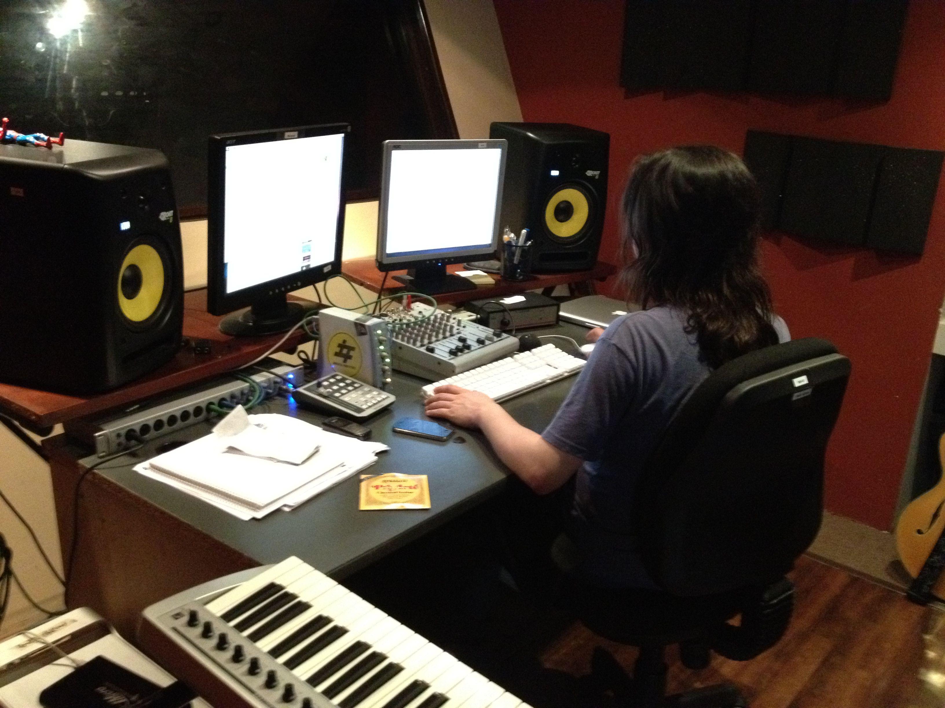 Reinhold Sagastume, Master en audio, trabajando en el AudioLab Estudios de EBclosion