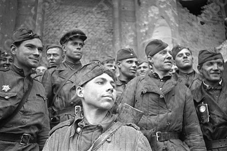 May 1945 . Soldiers stormed the Reichstag .