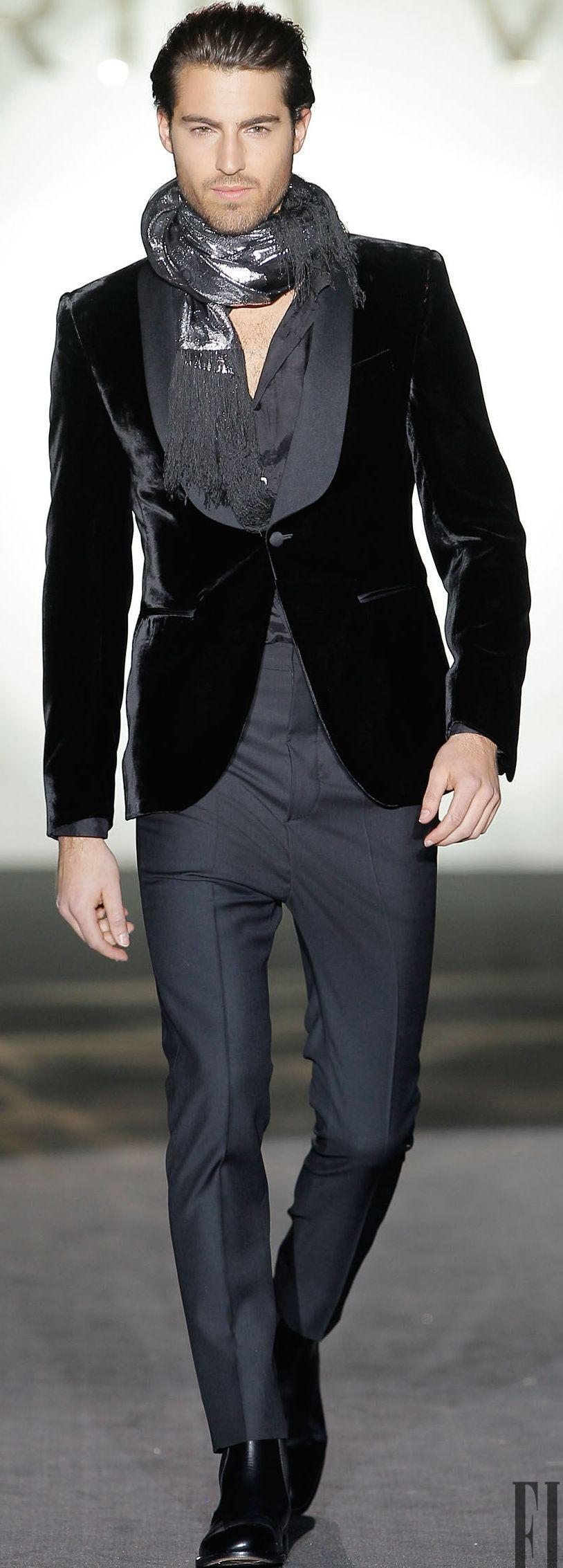 Roberto Verino. Saco en terciopelo negro f7d2e090c66