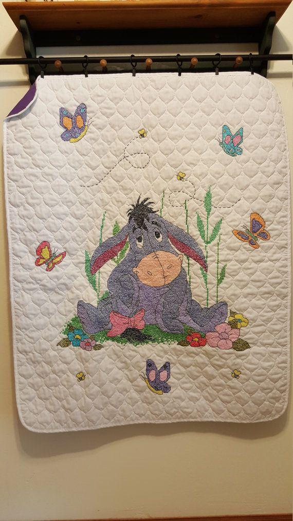 34 x 43 edredón del bebé (Eeyore) Cross Stitch con apoyo personalizado.