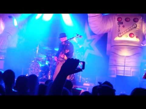 Primus Teamed With Tool's Drummer Danny Carey For a Grimy Cover of 'Ænema' | SPIN | Music News