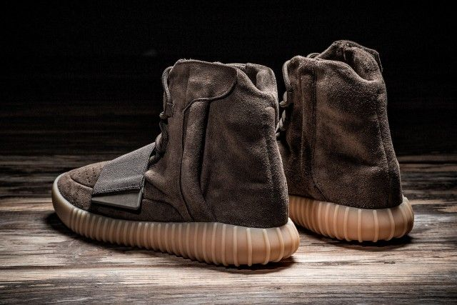 35066b2b1d00 Watch out for fake Yeezy 750 Boost Chocolates when shopping online. Get a  35 point step-by-step guide on the goVerify App before it s too late.