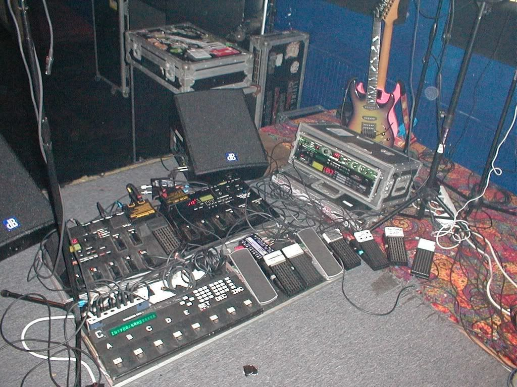 Here is a picture of Vernon Reid's rig  Description from thegearpage