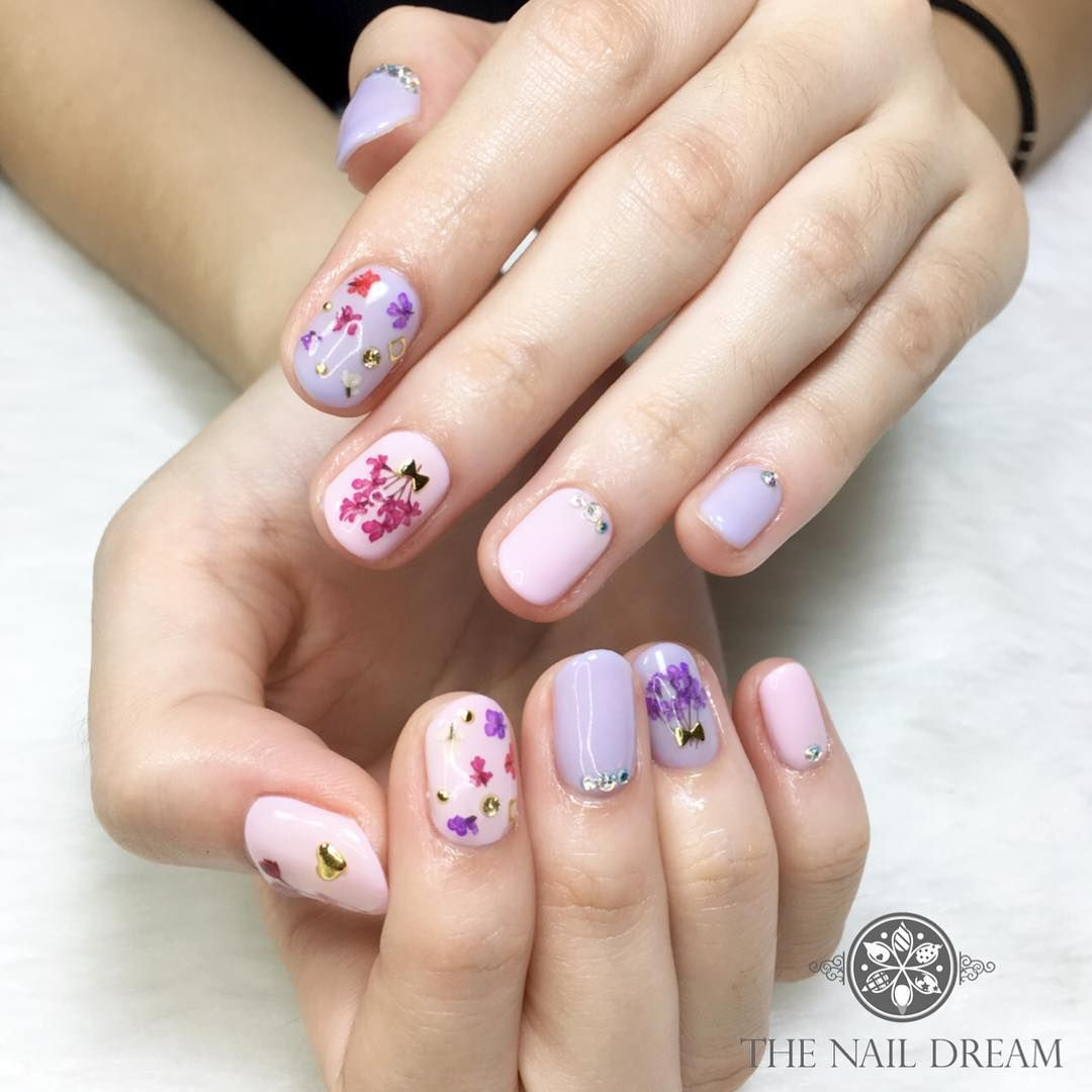Floral Manicures For Spring And: Spring Pressed Flower Nail Art