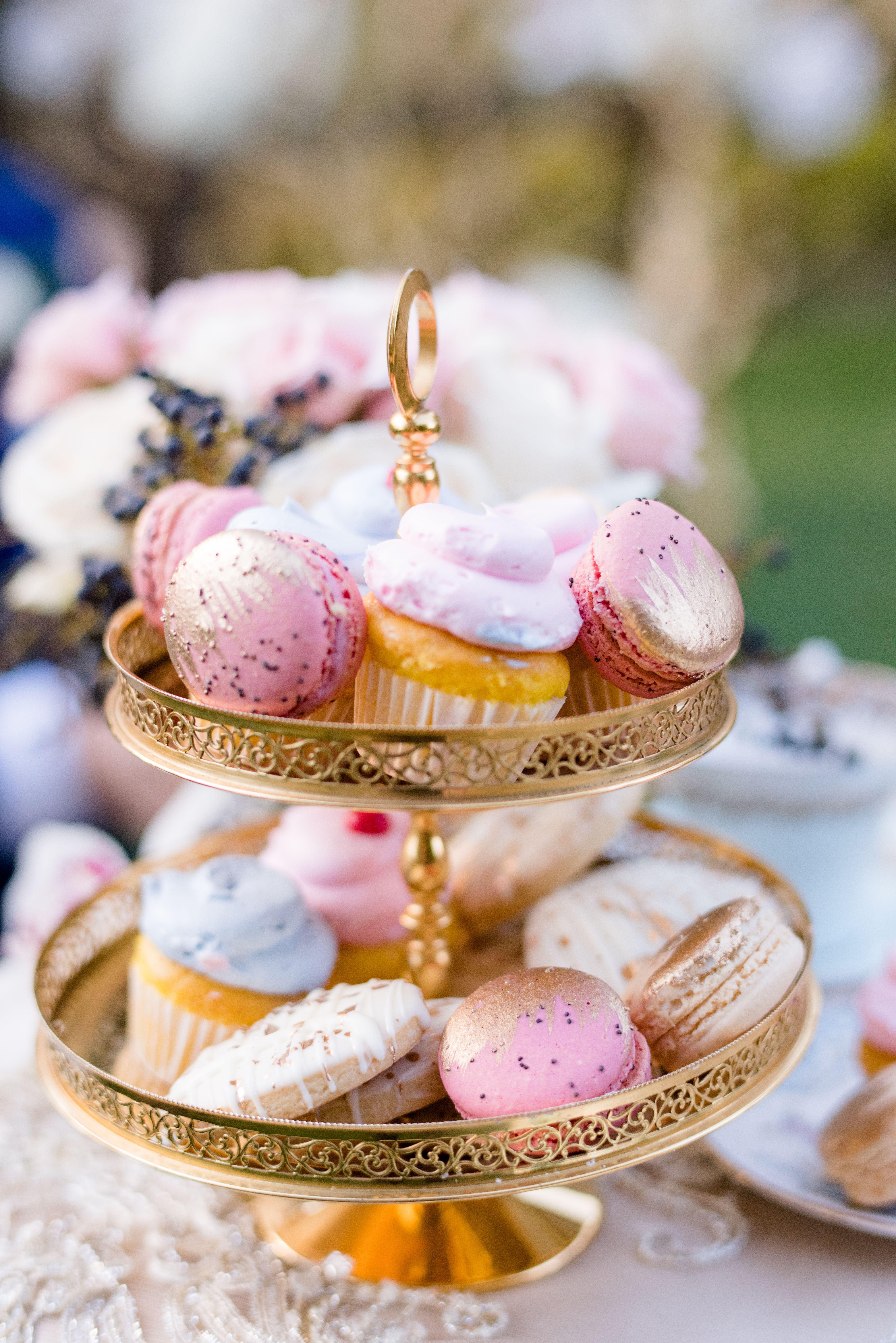 Gold pink mini wedding cake macaroon in 2020 mini
