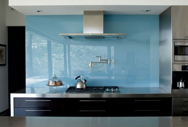 Kuchenruckwand Glas Himmelblau Farbe Schwarze Farbstil Fur Haus