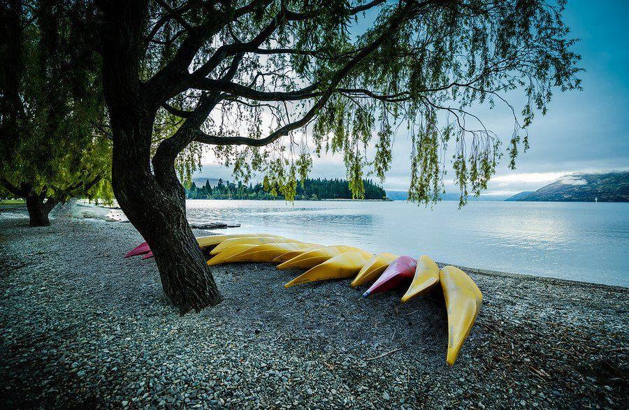 Kayaks along Lake Wakatipu