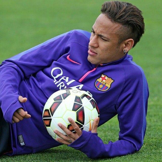 Neymar chilling
