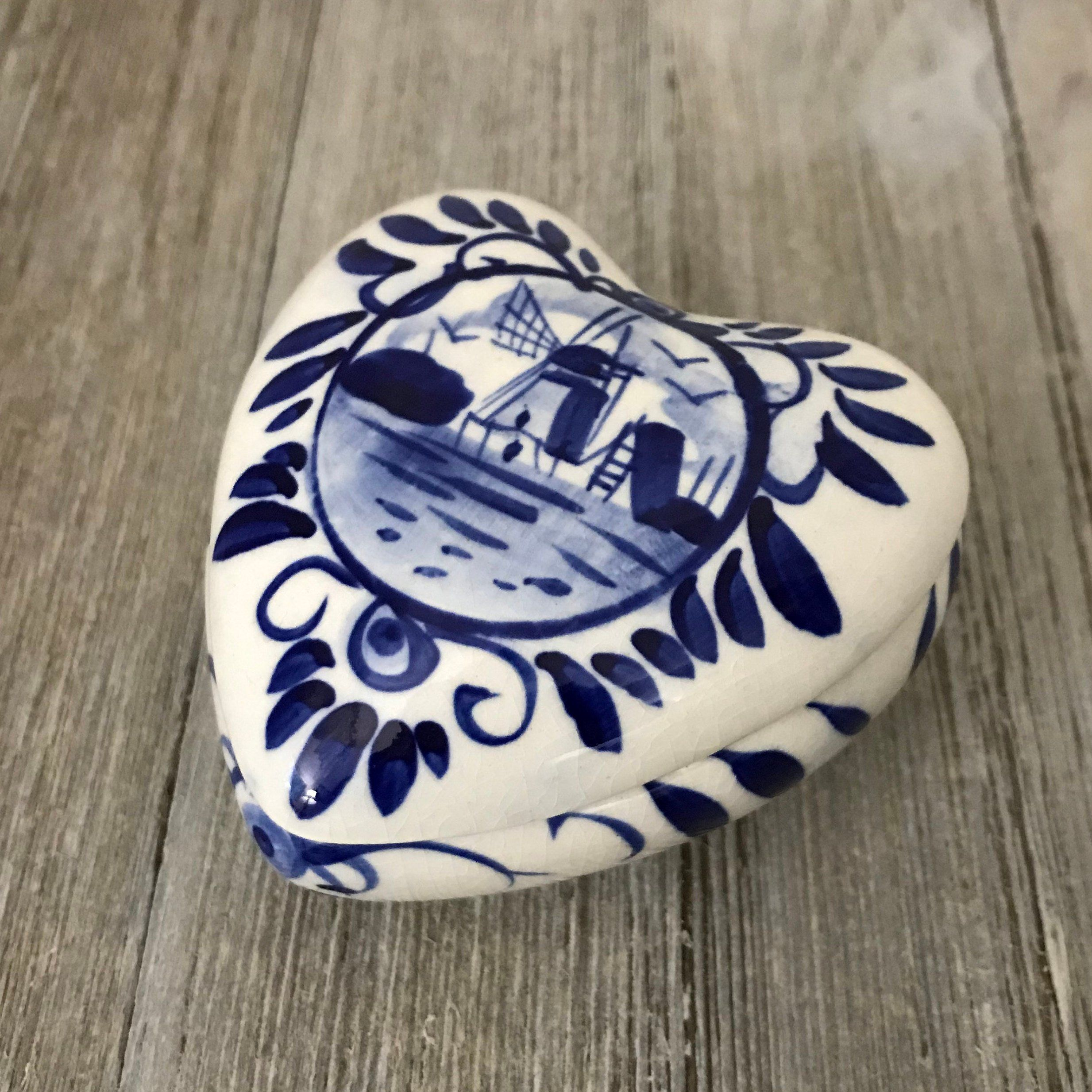 Delfts Blue Heart Shaped Box With Lid Hand Painted Jewelry Etsy Blue Heart Hand Painted Jewelry Heart Shape Box