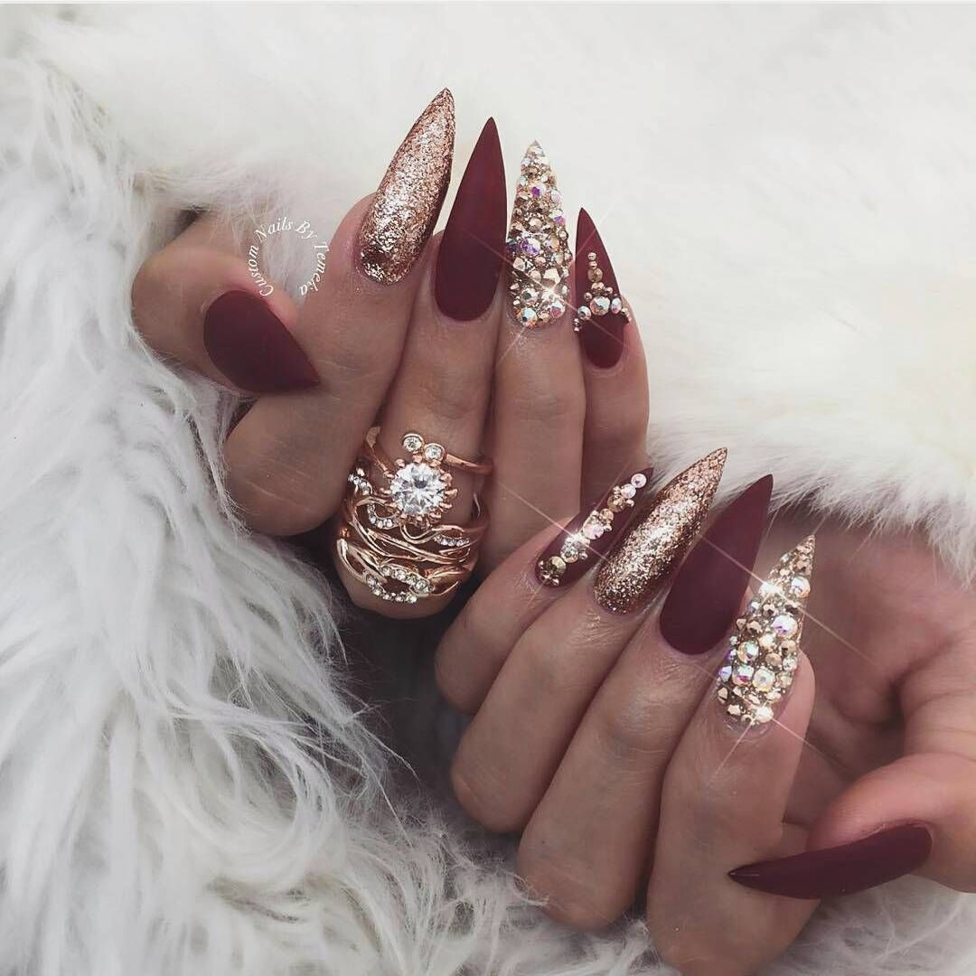 Christmas nail art inspiration | Nail art ideas for winter | Nail art | Nails | Nail designs | Nail art designs | Christimas nails | Red and gold nails | Pretty nail designs