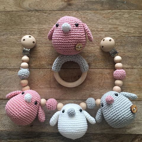 Vogeltjes Vogeltjes Roze Babygirl Wagenspanner Rammelaar