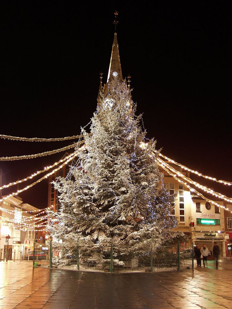 The tree at the clock tower, Leicester, England | Natale Nel Mondo ...