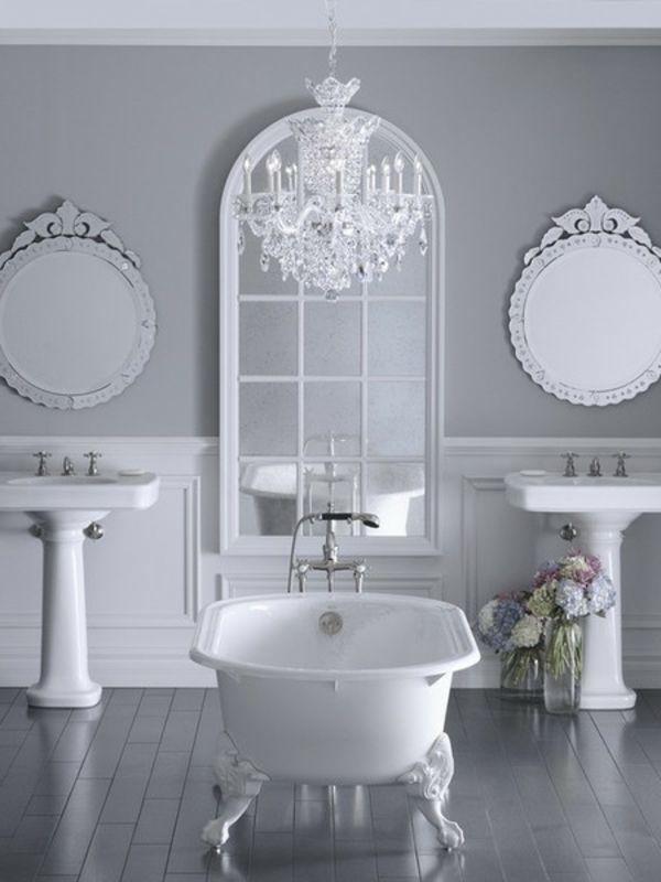 Elegantes Badezimmer Mit Hellgrauer Wandfarbe
