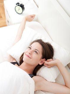 Sie können nicht schlafen? Und wälzen sich nächtelang im Bett herum? Mit diesem einfachen Trick schlafen Sie innerhalb einer Minute ein.