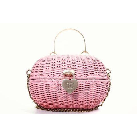 New post on air on the blobloblobloblog sugars!!! 😍😍 😍link in bio 🔝 🔝 💪  #followtheStrawroad #bag #handbag #purse #clutch #clutchbag #chanel #wicker #straw #strawbag #vintage #fashion #inspiration #love #style #trend #styles #pink #blog #fashionblog #inspo #trendalert #potd #photo #all_shots #instafashion #highfashion #hautecouture #altamoda #moda
