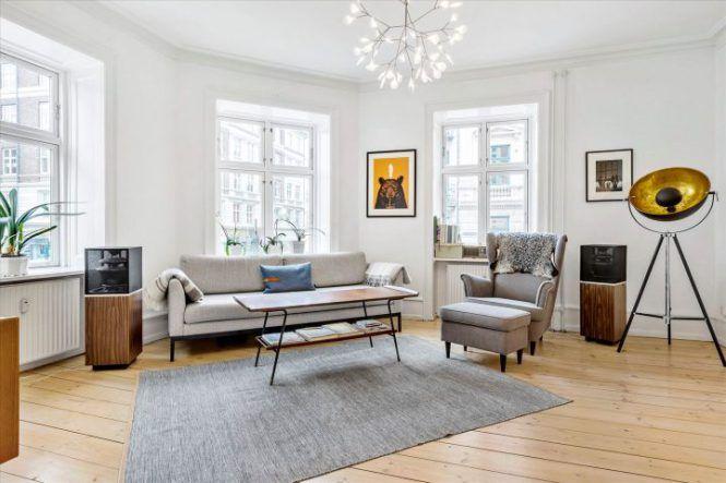 Piso danés moderno, despejado y hogareño