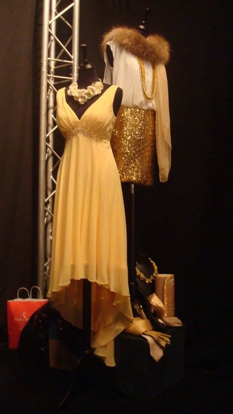 Bridemaides in yellow and gold styled by Anne-Sophie SMARTSHOPPING