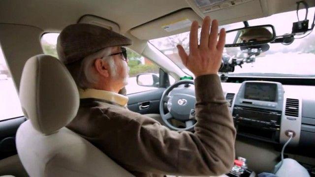 Google convida um cego para dirigir seu carro autônomo