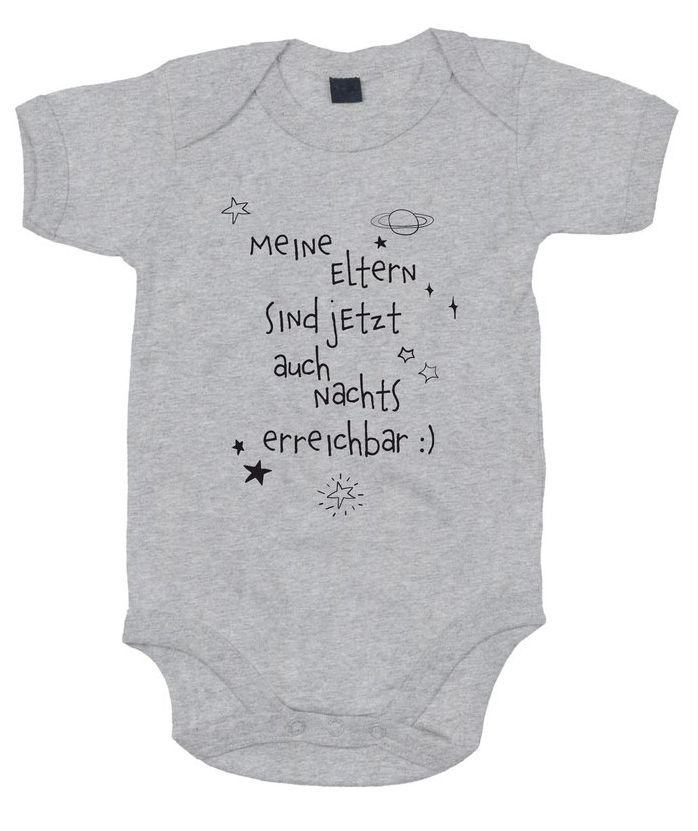 """Auf diesem lustigen #Strampler steht geschrieben """"Meine Eltern sind jetzt auch nachts erreichbar ......"""