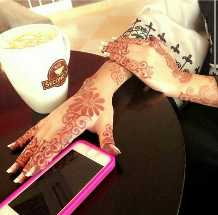 Pin By Mona Alshamsi On Mehndi Designs Henna Hand Tattoo Hand Henna Mehndi Designs