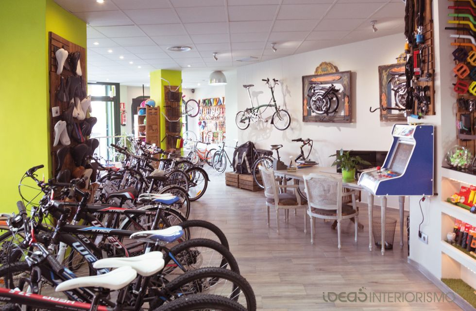 Decoraci n vintage en tienda de bicicletas decoraci n de interiores en valencia 06 tiendas - Decoracion interiores valencia ...