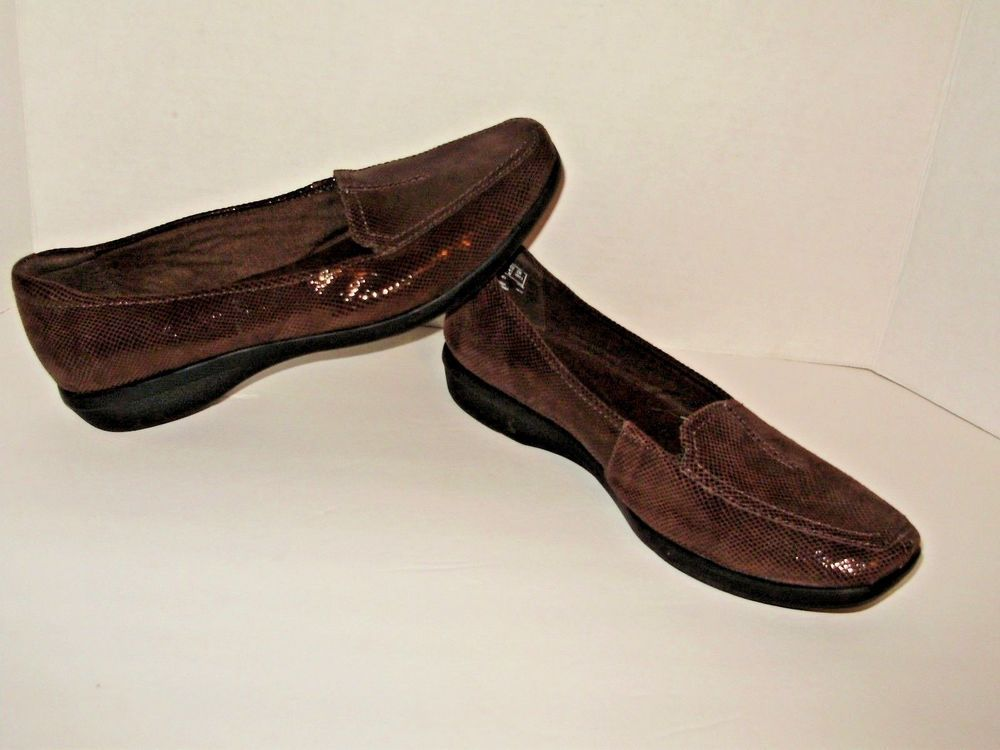 Clarks Collection Soft Cushion Womens 7D Brown Snakeskin Slip On Loafers A38