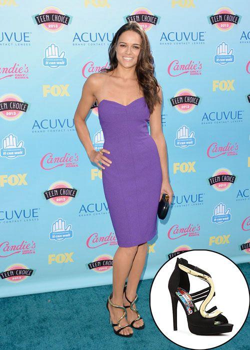 MICHELLE RODRÍGUEZ  Las fabulosas zapatillas negras con aplicación en metal color dorado que portó la actriz son del reconocido diseñador it...