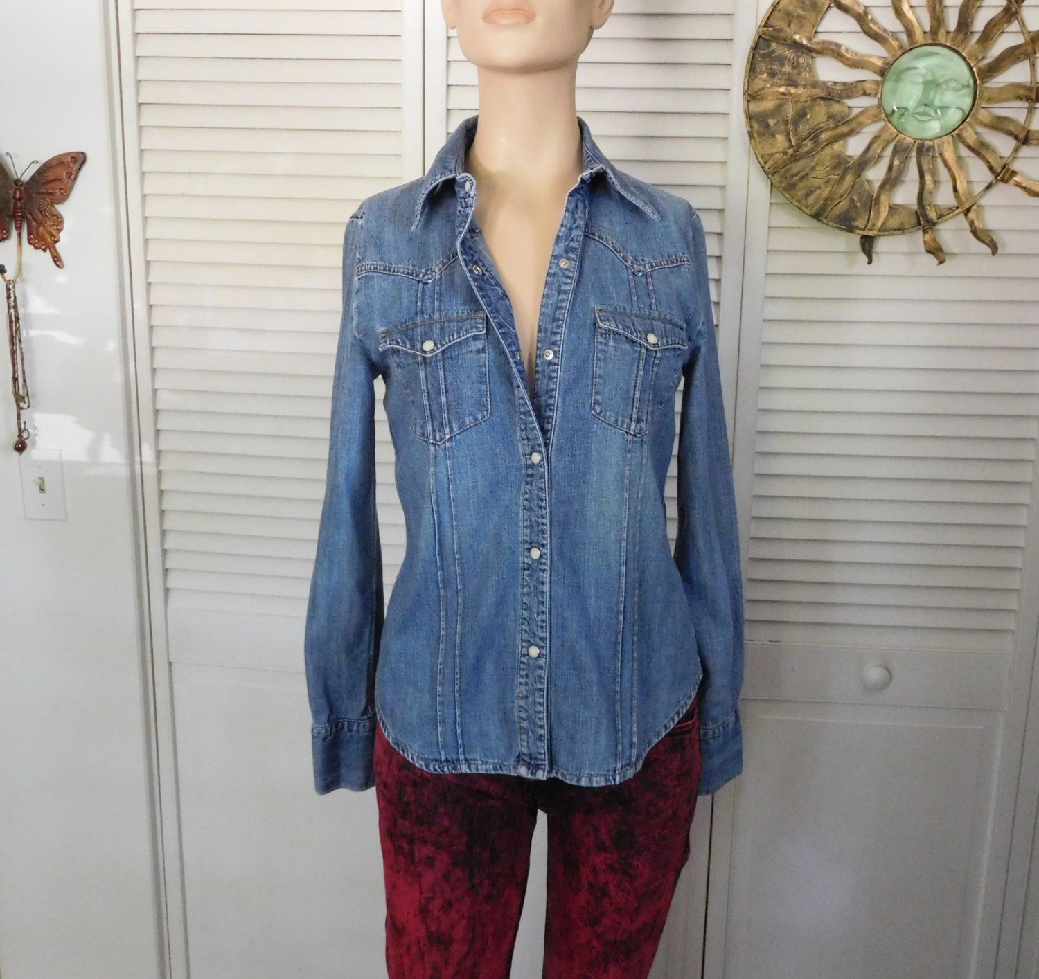 6b9cad50e6 Cowgirl Jean Shirt Fitted Size Small Blue Jean Shirt Pearl Snap Buttons  Hippie Boho Clothes Gypsy