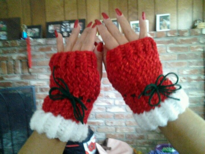 loom knit patterns | Loom knit fingerless.gloves - no pattern, just a ... | Loom Knitting #loomknitting