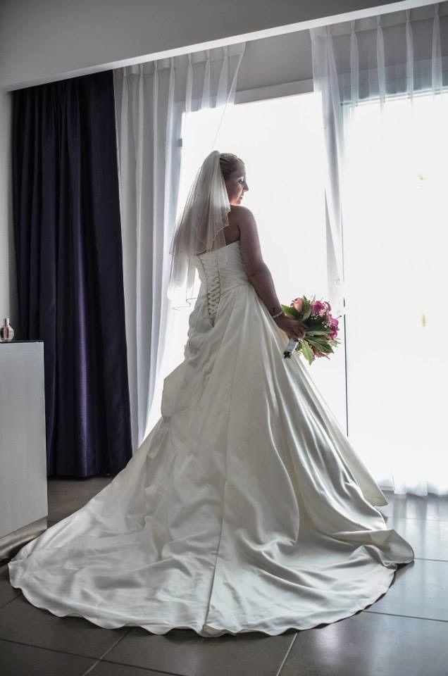 Real Essense of Australia Bride Charlotte + Lee - Pretty Happy Love - Wedding Blog | Essense Designs Wedding Dresses