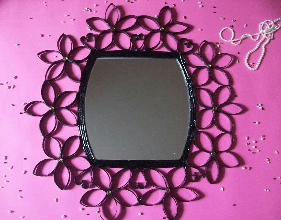 Marco para espejo de flores de tubos de cart n for Marcos de espejos
