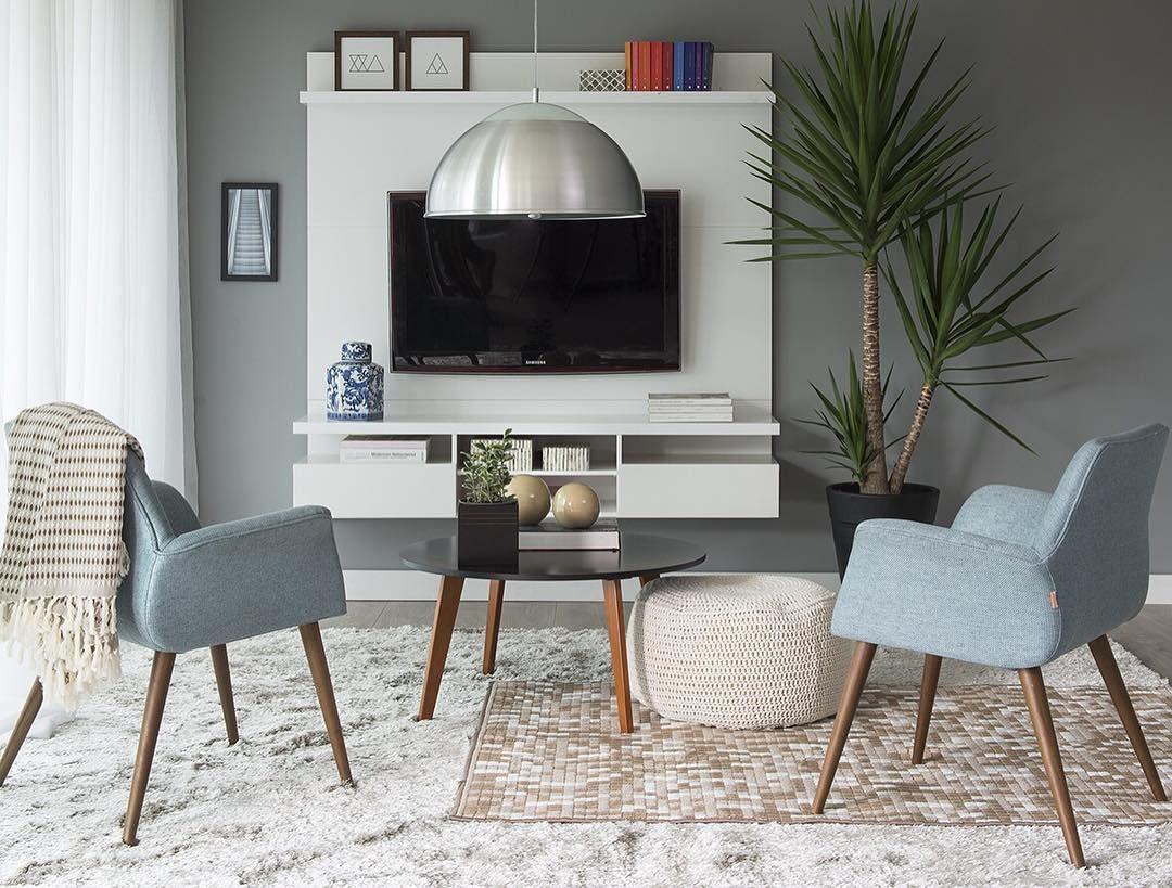 Um décor suave é uma boa pedida para deixar os ambientes ainda mais charmosos. Sala de TV simples e confortável  #designdeinteriores#arquiteturadeinteriores  #design #decorating #CasaMobly #ProduçãoCasaMobly #inspiring#inspiração #home #homesweethome#mobly #moblybr #inspiration #inspiração#office #decor #casamobly#producaomobly #homedecor#decoraçãodeinteriores #instadecor#instahome #decoration
