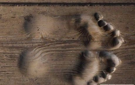 Traces of a Chinese monk who prays for 20 years every day at the same place in his temple.