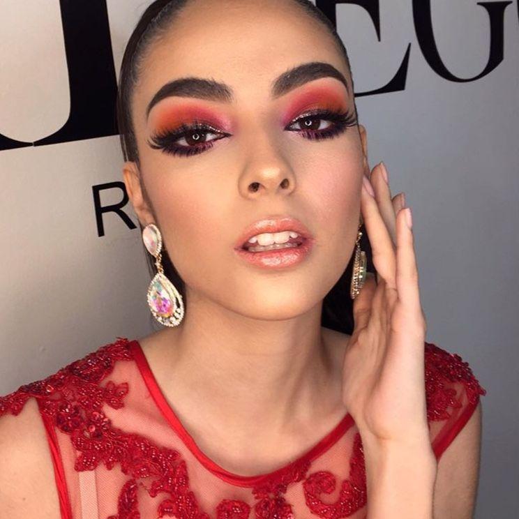 Red Makeup Red Eyes Maquillaje De Ojos Rojo Vestido Rojo En