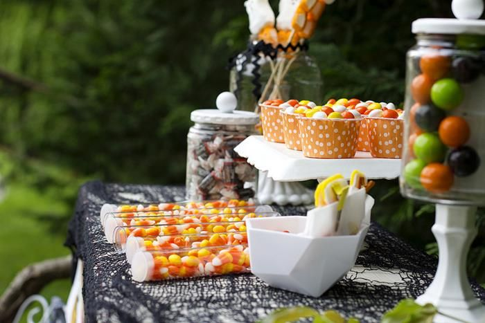 Retro Halloween Party with Lots of Really Cute Ideas via Kara\u0027s - halloween ideas party