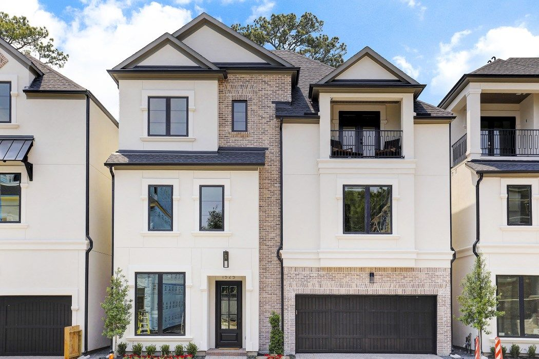 Award winning builder Cunningham Development incorporates a perfect blend of sophistication and comfort when creating their homes are noted for their energy efficiency and state of the art design. Gated community with various floor plans available, all customization, all elevator capable. Stainless steel appliance package. Backs to tranquil park. Zoned to Memorial High School. Perfect lock and leave community.