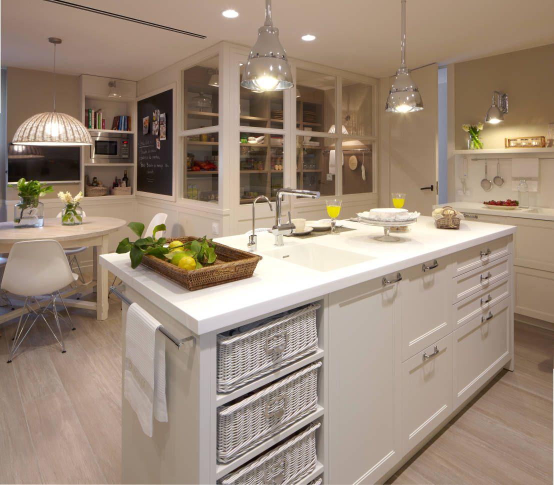 Cocina de diseño atemporal de DEULONDER arquitectura domestica