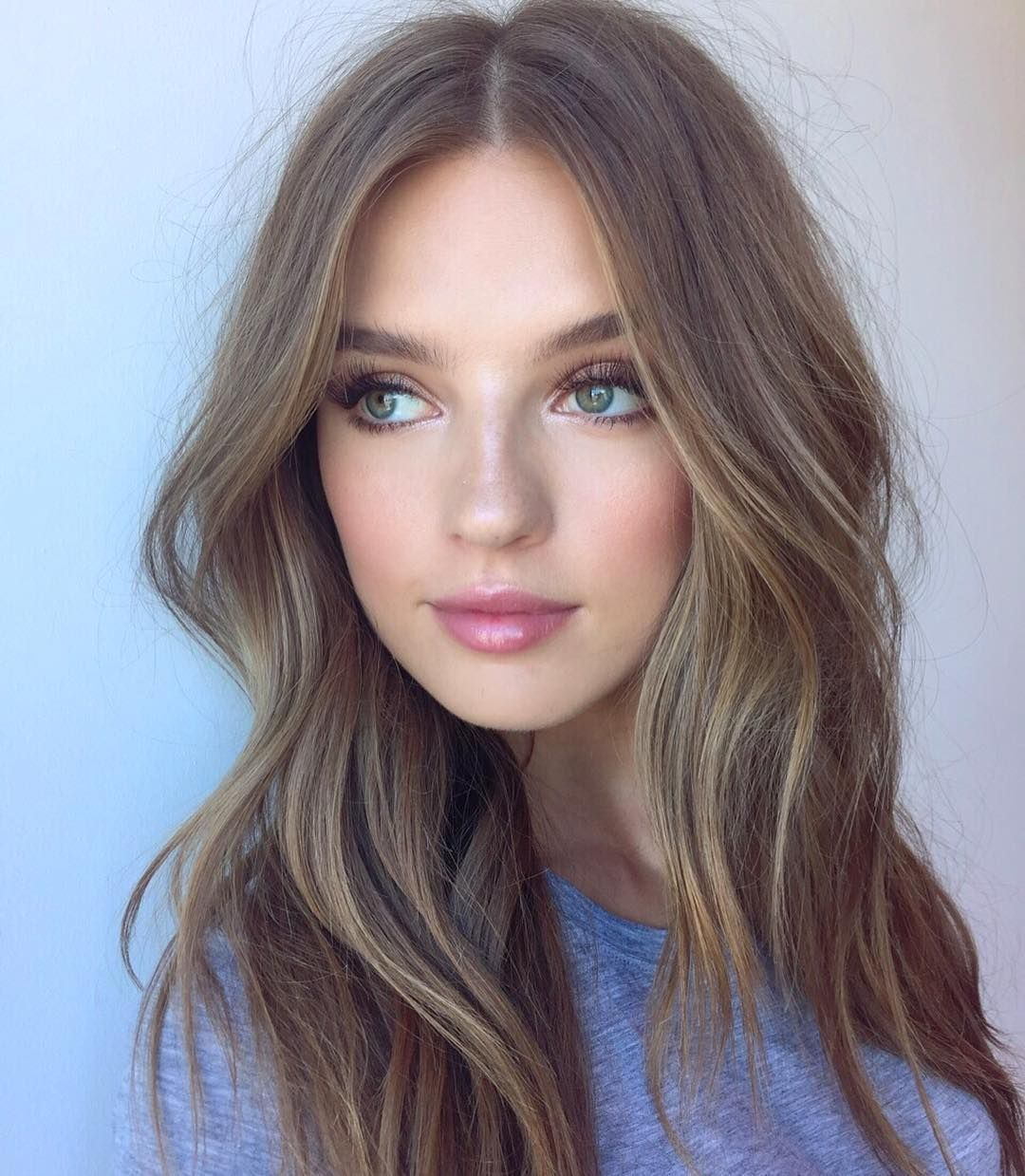 Achieve Fresh Faced Makeup With A Shimmer Eyeshadow In The Inner Corners Of The Eye Peach Blush And A Pink Glossy Lip With Images Dark Blonde Hair Color